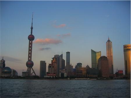 Vy från The Bund mot Pudong